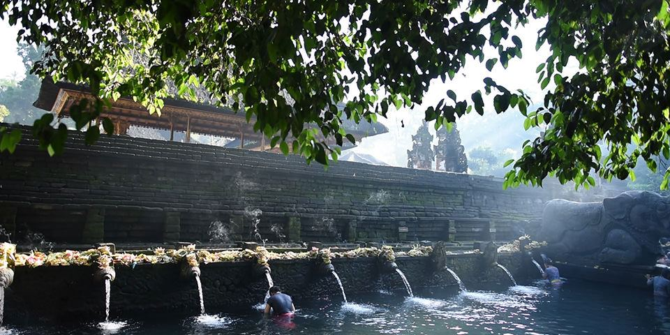 purification ceremony in Tirta Empul temple