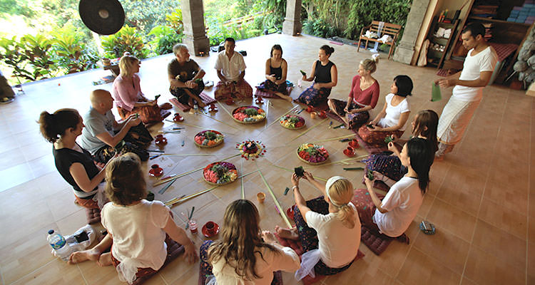 Learning to make offerings is one of the activities of your Ubud yoga retreat at Oneworld Retreats in Bali.