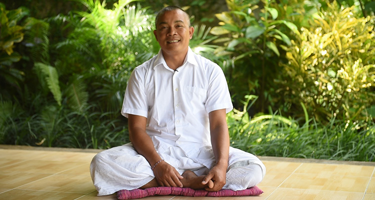 Iyan Yaspriyana bali yoga teacher
